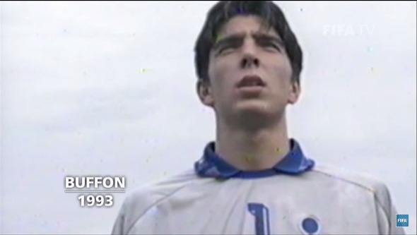 Buffon foi o goleiro da Azurra em 93, no time que ainda tinha Totti. FOTO: reprodução YouTube
