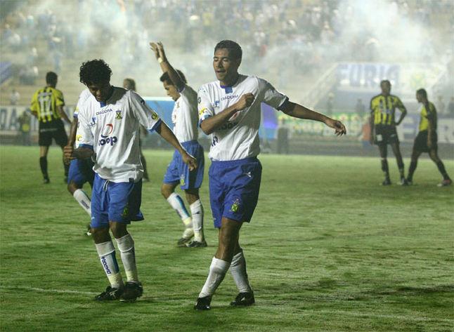 Rodrigão (à dir.) e Richarlyson (à esq.) festejam goleada. FOTO:Osvaldo Ventura/Dgabc