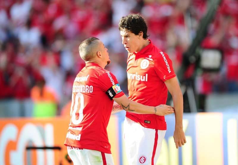 Colorados vencem Gre-Nal e colam no Sâo Paulo. FOTO: Internacional