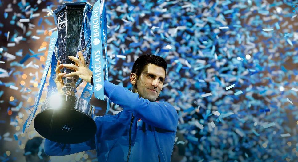 Djokovic com o troféu de campeão. FOTO: ATP