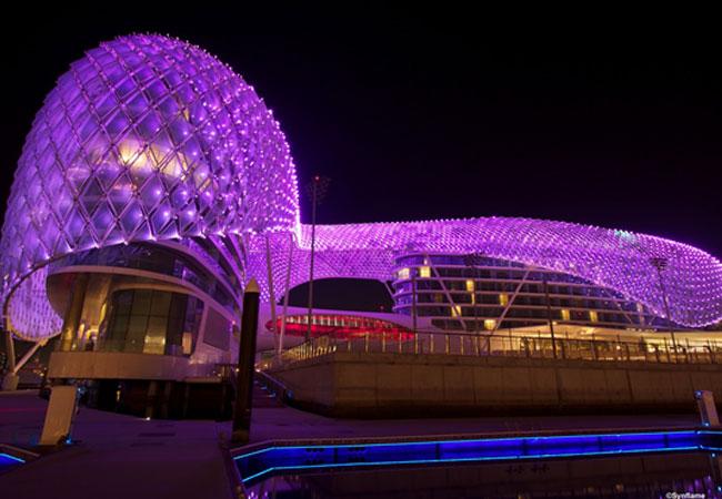 Detalhe da iluminação de parte do circuito de Yas Marina. Foto: synflame.blogspot.com
