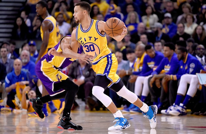 Curry em ação contra os Lakers. FOTO: Getty