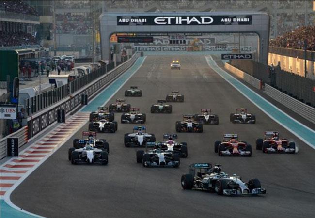 Hamilton largou melhor e tomou a dianteira na corrida ainda na largada. Foto: formula1.com.