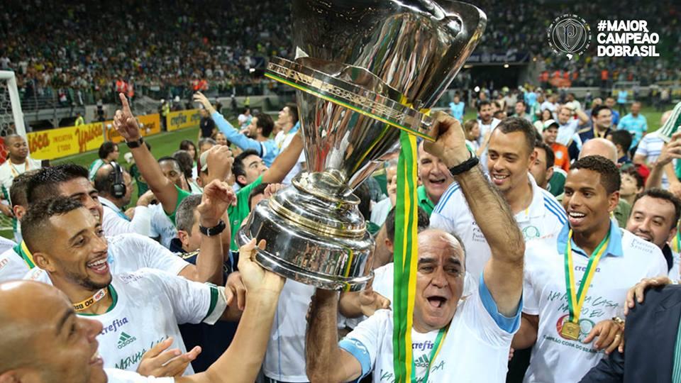 Depois de três vices, Marcelo Oliveira finalmente ergue a Copa do Brasil. FOTO: fan page oficial do Palmeiras