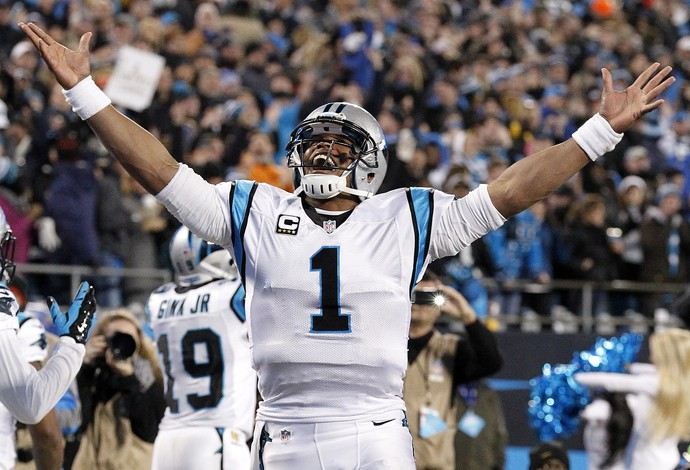 Cam Newton comanda o passeio dos Panthers. FOTO: Getty Images