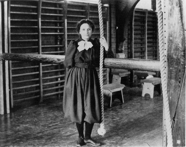 A professora Berenson, responsável pelo início do basquete feminino