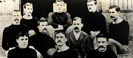 Uma das primeiras fotos de um time de basquete de que se tem registro