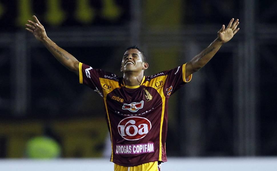 Jogador do Tolima celebra gol contra o Corinthians FOTO: John Vizcaino/Reuters