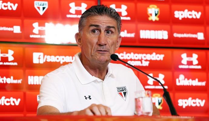 Edgardo Bauza vai ter muito trabalho para colocar o São Paulo nos eixos. FOTO: Marcos Ribolli