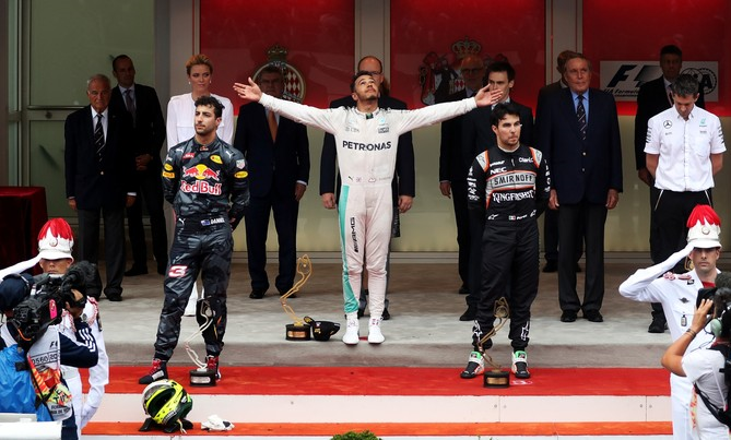Lewis Hamilton vence em Mônaco, com Daniel Ricciardo em segundo e Sergio Pérez em terceiro. FOTO: Getty Images