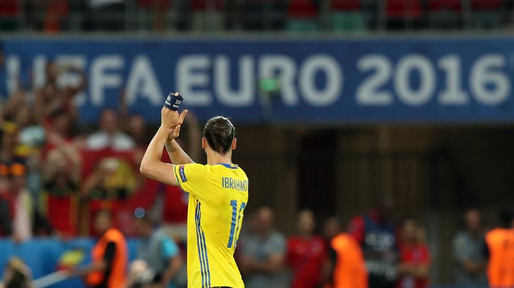 A despedida de Zlatan da seleção. FOTO: AP / Thanassis Stavrakis