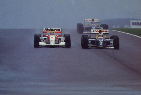 Senna no momento em que ultrapassou Prost e assumiu a liderança da corrida. Foto: f1-facts.com