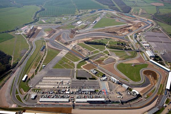 Vista aérea do Circuito de Silverstone onde se realiza o GP da Grã-Bretanha desde 1950. FOTO: www www.gtbazinga.com.br