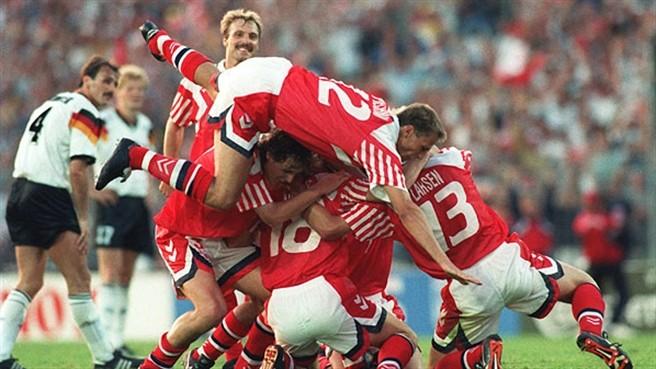 Jogadores comemoram o título. FOTO: UEFA