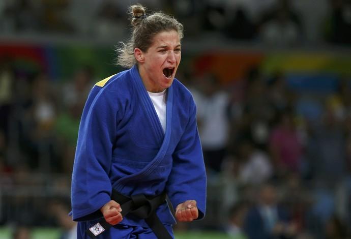 A argentina Paula Pareta se tornou a primeira mulher medalhista individual do seu país. FOTO: Reuters