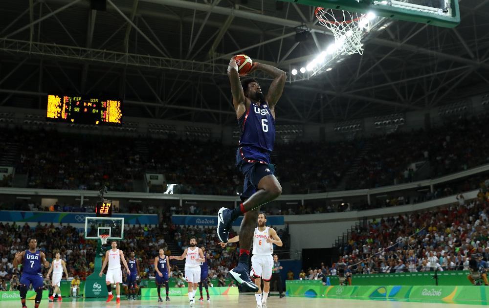 Pivô DeAndre Jordan parte para a enterrada na Arena Carioca 1 FOTO: Getty Images