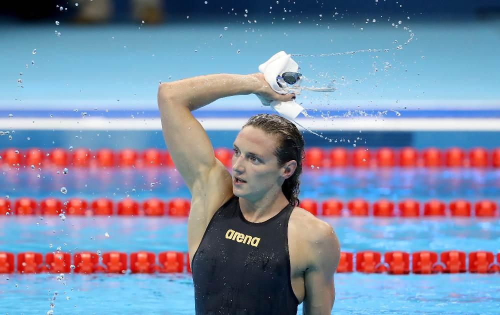 Húngara Katinka Hosszu comemora na piscina o novo recorde mundial dos 400m medley. FOTO: Getty Images/Al Belo