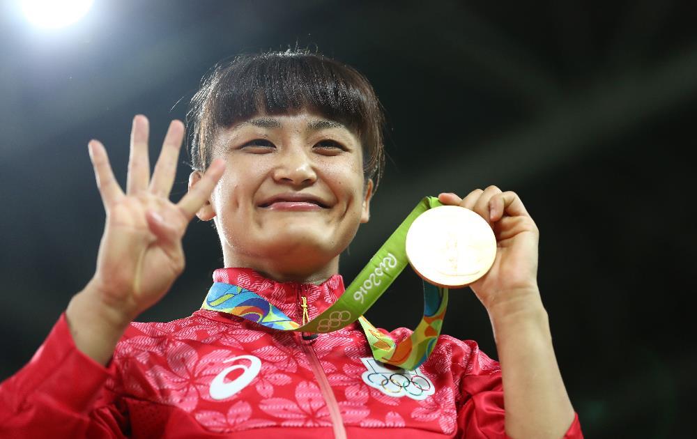 Japonesa Kaori Icho comemora seu quarto título Olímpico na luta estilo livre. FOTO: Getty Images/Lars Baron