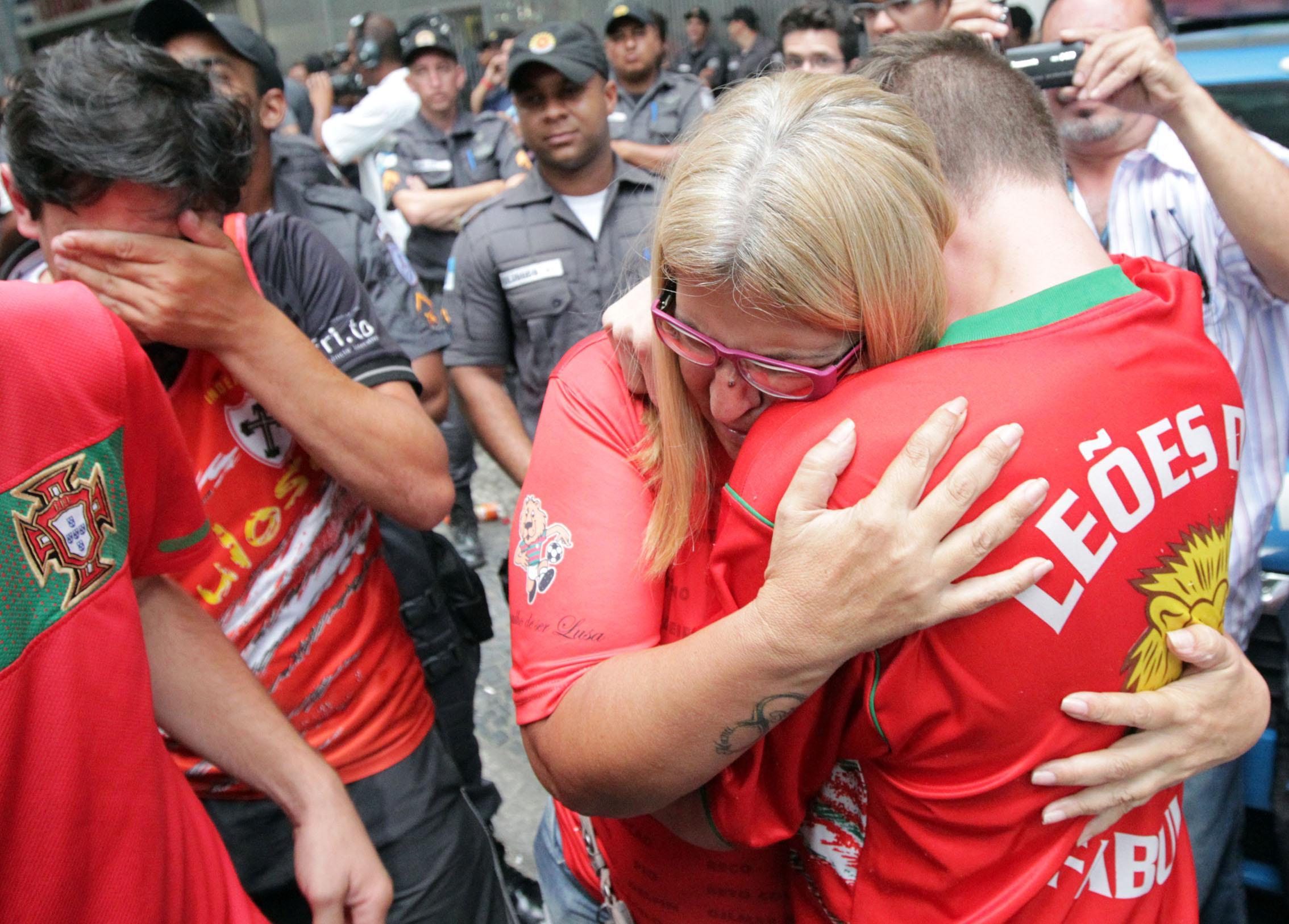 Sofrimento dos torcedores com a queda. FOTO: Marcos de Paula/AE
