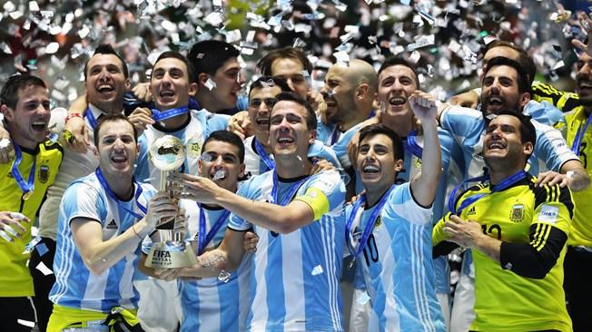 Se não dá no campo, argentina conquista mundial na quadra. FOTO: Getty Images