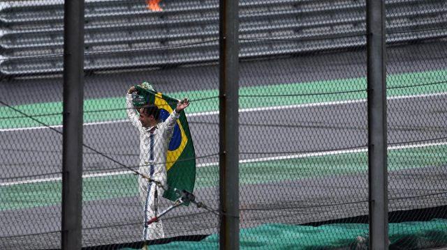 Felipe Massa se despede de forma emocionante com a torcida brasileira. FOTO: formula1.com