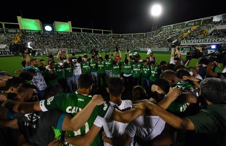 Homenagens e luto na Arena Condá. FOTO: Conmebol