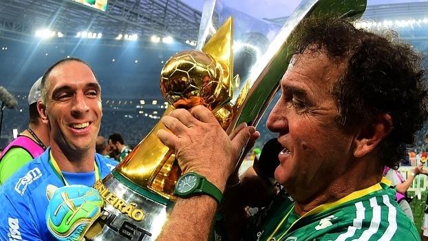 Cuca e Prass festejam com a taça de campeão. FOTO: Gazeta Press