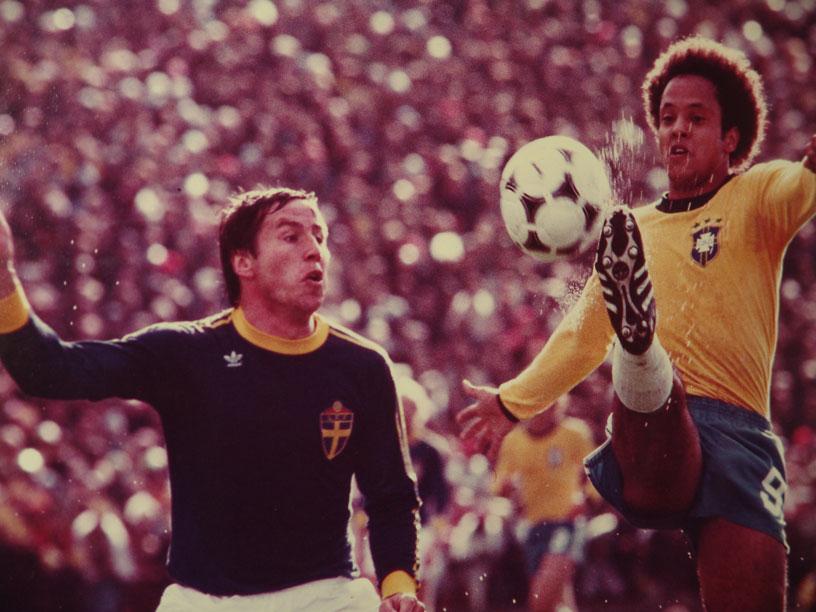 Reinaldo contra a Suécia, na Copa de 78.