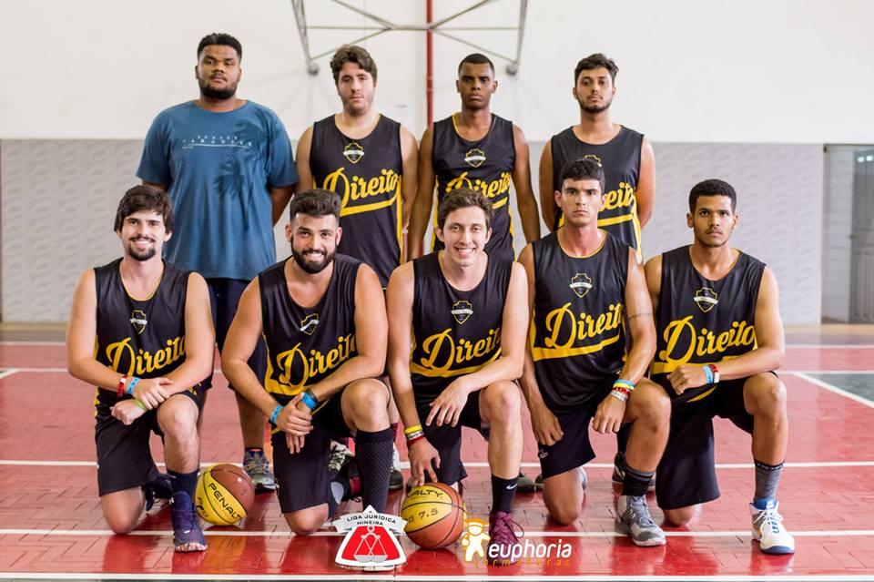 Equipe de basquete masculino da PUC-MG.