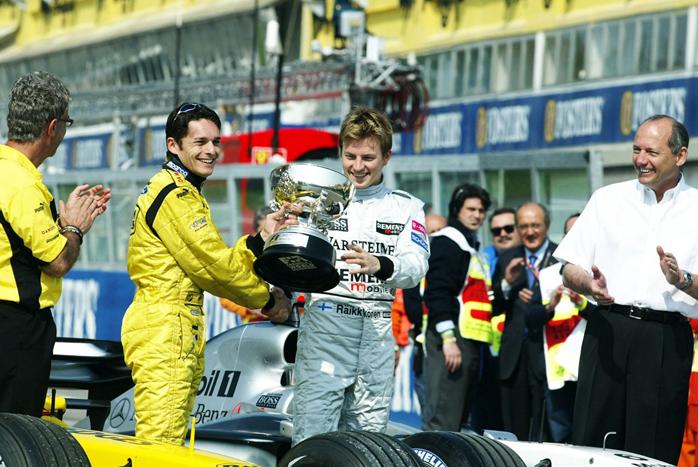 Fisichella só foi receber o troféu de vencedor do GP do Brasil, na corrida seguinte em Ímola.