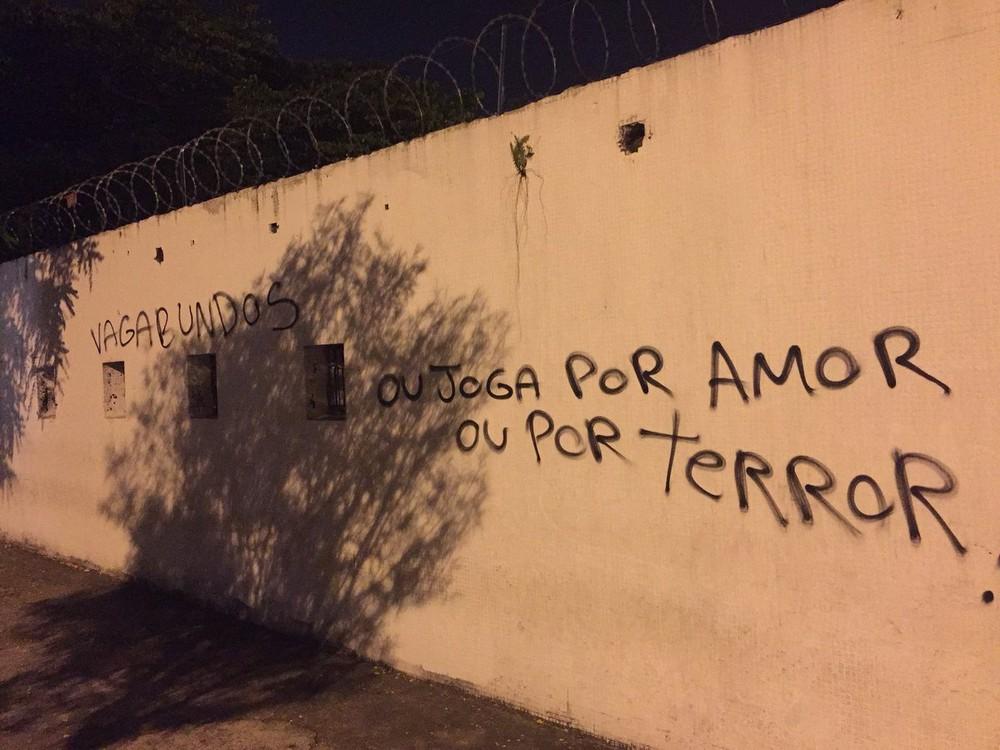 Muros do Parque São Jorge foram pichados