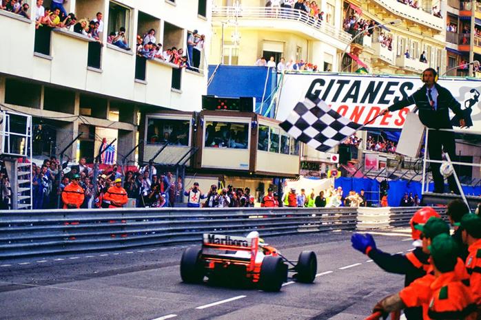 """Ayrton Senna venceu GP de Mônaco de 1993, alcançando a sexta vitória no Principado e virando de vez o """"Rei de Mônaco""""."""