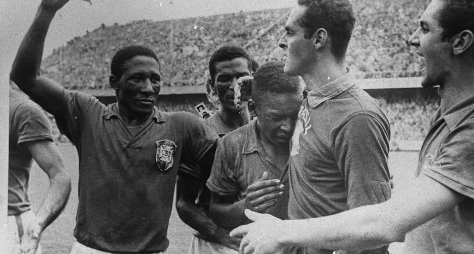 Jogadores celebram a vitória histórica.