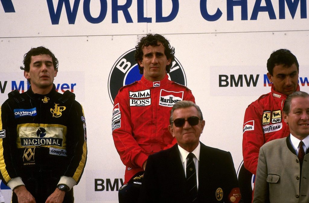 Pódio da corrida. Na imagem: Senna (2º), Prost (1º) e Alboreto (3º). FOTO: gps.gpexpert.com.br