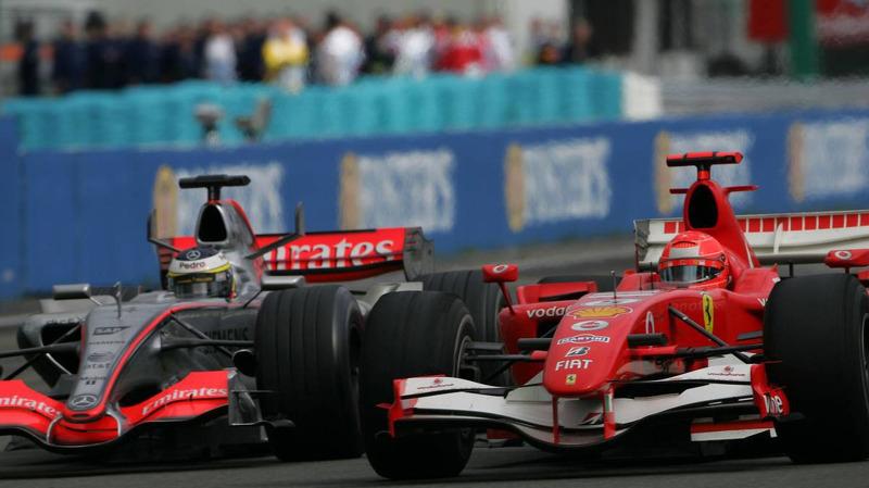 De La Rosa chegou e ultrapassou o heptacampeão Michael Schumacher.