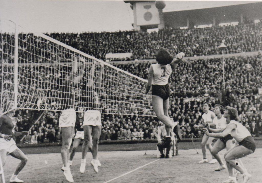 O primeiro Mundial de Vôlei Feminino, em Moscou, 1952.