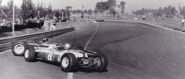 Acidente entre Hill e Bandini foi decisivo para o título de Surtees.