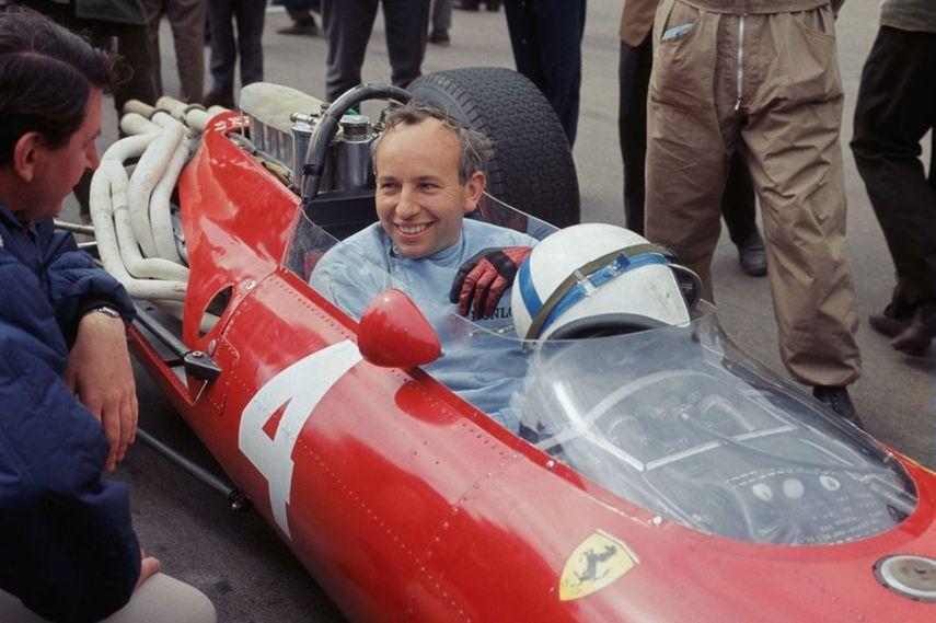 John Surtees a bordo de sua Ferrari em 1964.