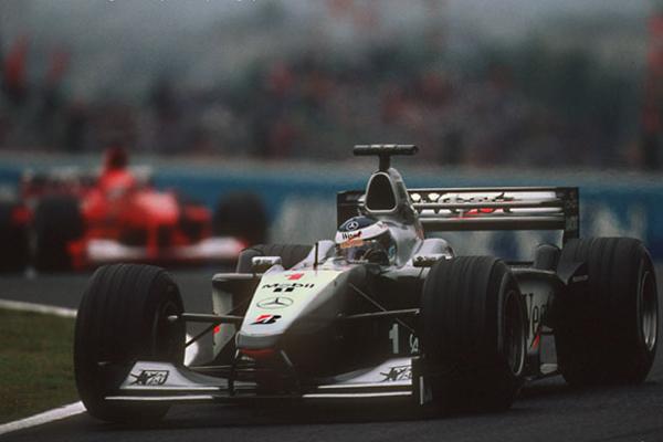 Mika Hakkinen liderou boa parte da corrida, mas, ao final perdeu a corrida e o campeonato.