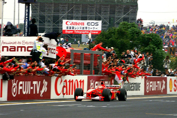 Michael Schumacher vence GP do Japão de 2000.