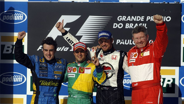 Pódio ao final da corrida. Alonso (2º), Massa (1º) e Button (3º).